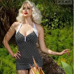 Pinup Couture Bettie swimsuit in black/white